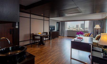 Royal Thai Deluxe Suite - Zwei Schlafzimmer - Ramada Plaza Bangkok Menam Riverside - Bangkok