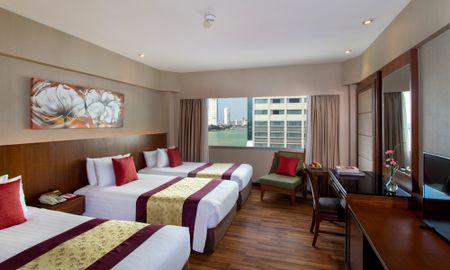 Deluxe Dreibettzimmer - Flussblick - Ramada Plaza Bangkok Menam Riverside - Bangkok