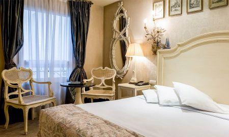 Chambre Supérieure Triple - 2 lits doubles - Hôtel Chateaubriand - Paris