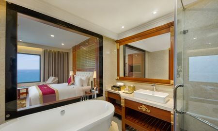 Premium Deluxe King Room with Ocean View - DLG HOTEL DANANG - Da Nang