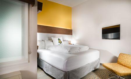 Z King - Hotel Z - San Diego