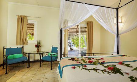 Bungalow Plage - Kuredu Island Resort & Spa - Maldives