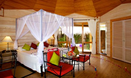 Jacuzzi Beach Villa - Kuredu Island Resort & Spa - Maldives