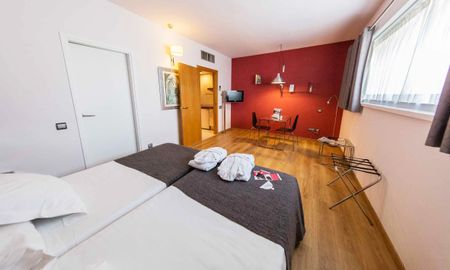 Habitación Twin o Doble (1-2 Adultos) - Aparthotel Atenea Barcelona - Barcelona