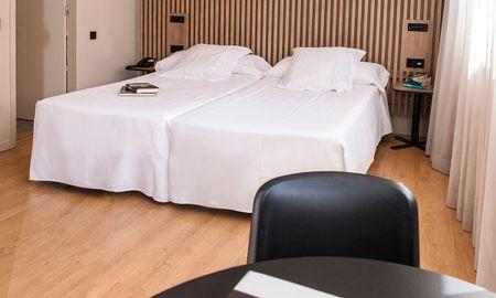 Habitación Cuádruple Premium - Aparthotel Atenea Barcelona - Barcelona