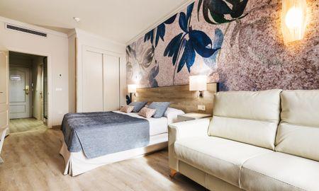 Dreibettzimmer - Sallés Hotel Málaga Centro - Malaga