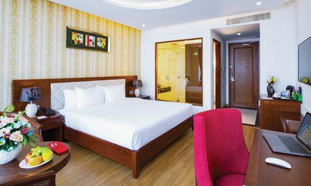Deluxe Double Room with Partial Ocean View - Le Hoang Beach Hotel Danang - Da Nang