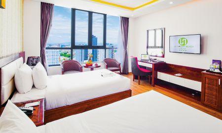 Deluxe Twin Room with Partial Ocean View - Le Hoang Beach Hotel Danang - Da Nang