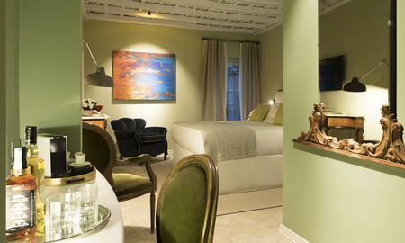 Superior King Room - City View - Palazzo Caruso - Rome