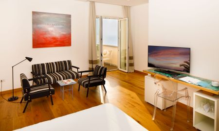 Junior Suite - Vista Mare Laterale - Art Hotel Villa Fiorella - Sorrento