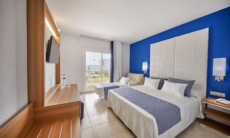 Zimmer Standard Triple - Kind - Marconfort Costa Del Sol - Malaga