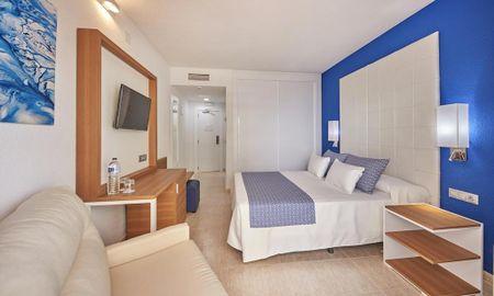 Superior Zimmer Triple - Lateral Meerblick - Kind - Marconfort Costa Del Sol - Malaga