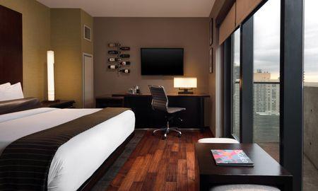Standard King Room - Eurostars Magnificent Mile - Chicago