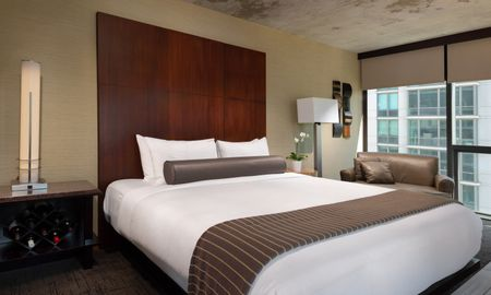 Deluxe King Room - Eurostars Magnificent Mile - Chicago