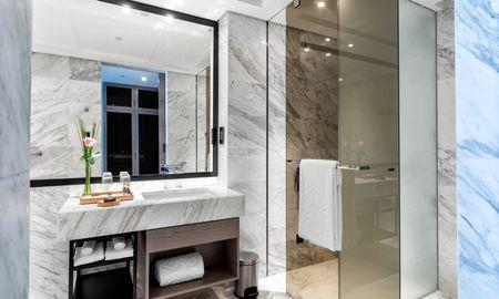 Deluxe Balcony Room King Bed - Taj Jumeirah Lakes Towers - Dubai