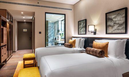 Deluxe Balcony Room Twin Bed - Taj Jumeirah Lakes Towers - Dubai