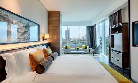 Executive Club Room King Bed - Taj Jumeirah Lakes Towers - Dubai