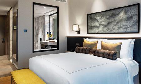 Superior Room King Bed - Taj Jumeirah Lakes Towers - Dubai