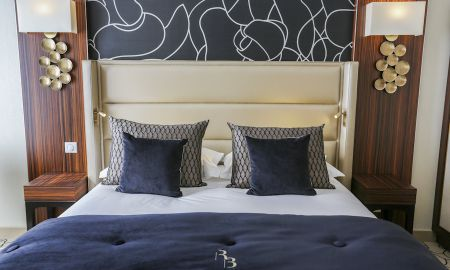 Chambre Standard,1 queen-size bed Rez-de-chaussée, facing the city - Le Regina Biarritz Hotel & Spa - Mgallery Collection - Biarritz