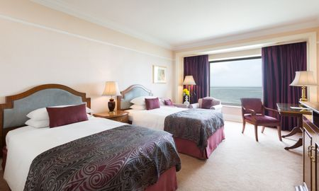 Luxury Room with twin beds - With Sea View - Taj Lands End - Mumbai