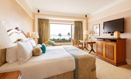 Executive Suite with Sea View - Taj Lands End - Mumbai