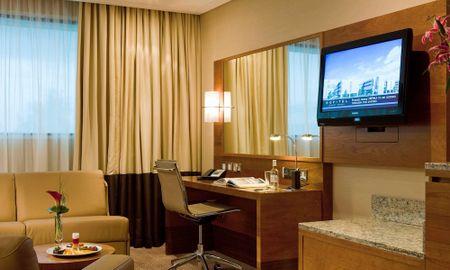 Suite Junior King Chambre Large - Canapé-Lit & Accès Lounge - Sofitel London Heathrow - Londres