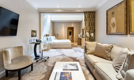 Suite Junior - £15.00 Giornaliero Coupon Offerto - The May Fair, A Radisson Collection Hotel - Londra