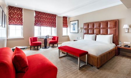 Executive King Room - Offered £15.00 Daily Coupon - The May Fair - Londres
