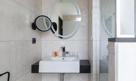 Superior Double Room - Maison Mére Paris - Paris