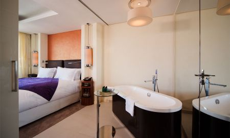 Junior suite with king size bed, spacious bedroom and separate lounge area - Hotel Sofitel Casablanca Tour Blanche - Casablanca