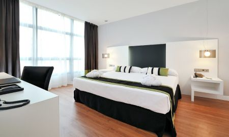 Triple Room - Two Adults + A Child - Vincci Málaga - Malaga