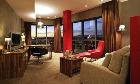 Classic Junior Suite Barcelona Skyline View - Hotel Pullman Barcelona Skipper - Barcelona