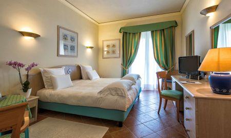 Habitación Clasica King - Lado Jardin - Hotel Pullman Timi Ama Sardegna - Cerdeña