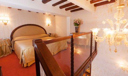 Standard Zimmer - Hotel Palazzo Stern - Venedig