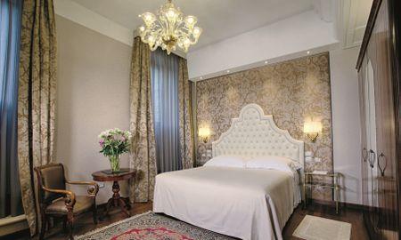 Deluxe Room small canal view - Hotel Santa Chiara - Venice