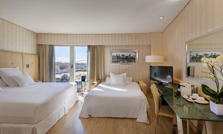 Habitación Familiar - 2 adultos + 2 niños (menores de 12 años) - Hotel Barceló Sevilla Renacimiento - Sevilla